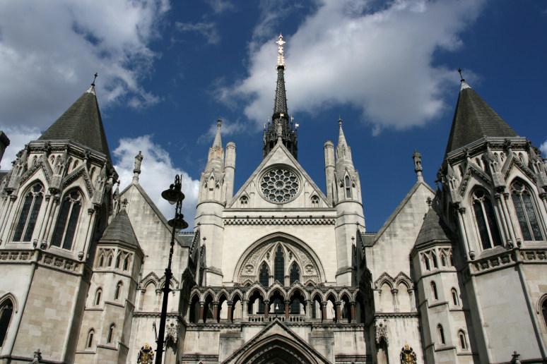מה לעשות בלונדון? לצפות בדיון בבתי המשפט המלכותיים