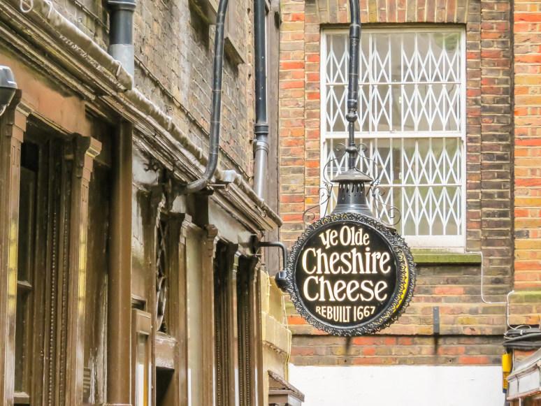 מה לעשות בלונדון? לשתות עוד בירה בפאב Ye Olde Cheshire Cheese