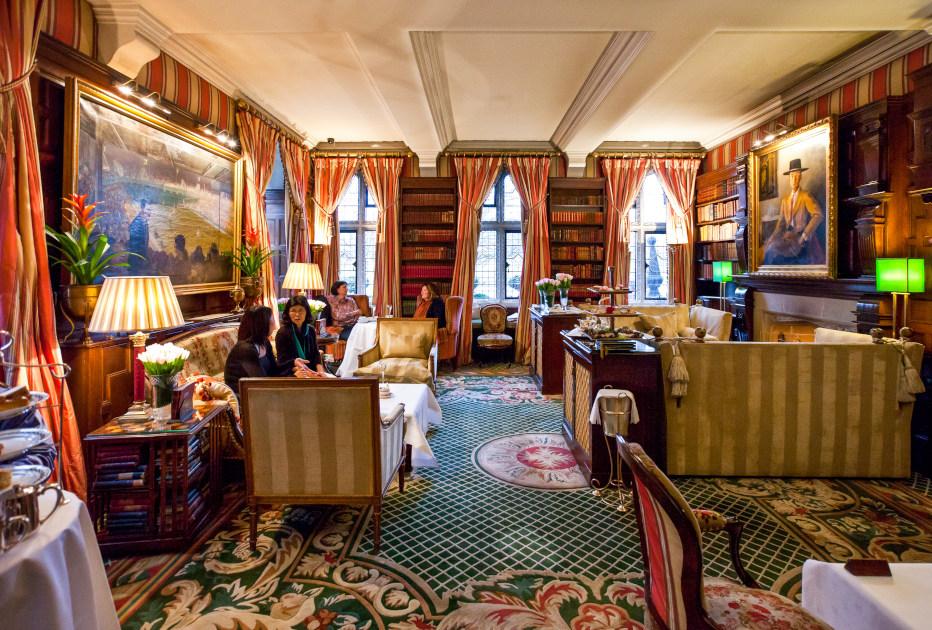 מלון מיילסטון קנזינגטון. בתמונה: אולם תה אחר הצהריים של המלון.